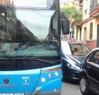 """""""Estoy con el autobús retenido por un vehículo mal estacionado"""""""